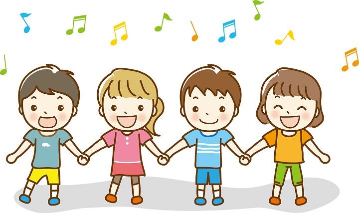 歌ってダンスする子供たち