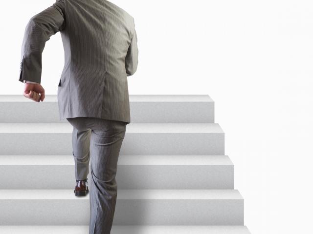 階段とビジネスマン